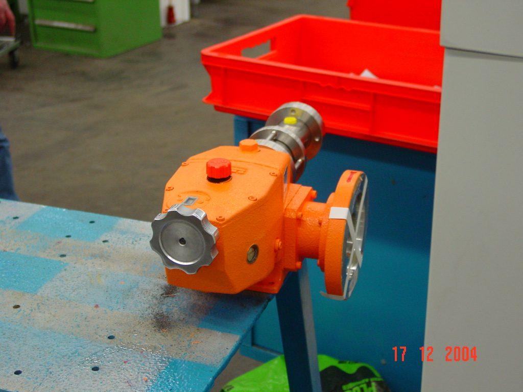پمپ تزریق CFG نارنجی رنگ