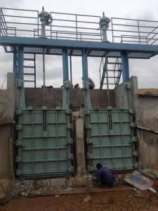 دریچه آب بند قطع و وصل جریان کانال آب و پساب دستی مکانیزه